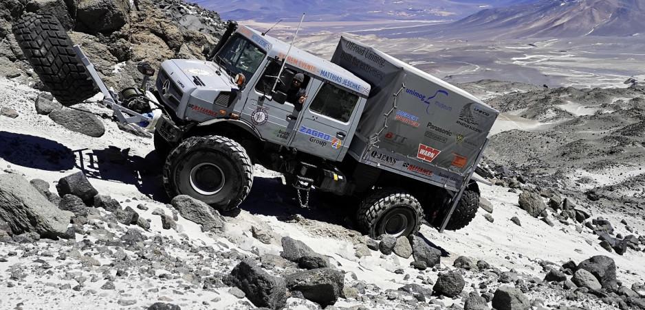 Vozidlo nikdy nevyšlo tak vysoko. Unimog U 5023 sa vyšplhal do výšky 6493 m