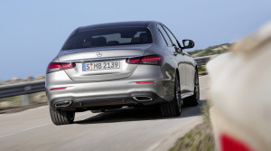 Mercedes modernizoval triedu E, zameral sa na techniku