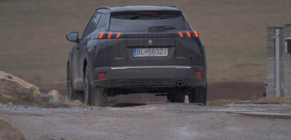 Test Peugeot 2008 GT Line: Podvozku mesto nevadí, ale naftovému motoru krátke trasy nevoňajú