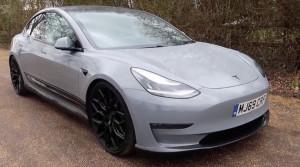 Video: Táto Tesla znie ako pravý dvanásťvalec