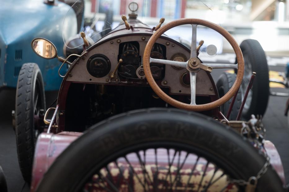 Bugatti-2122 (1800x1200)