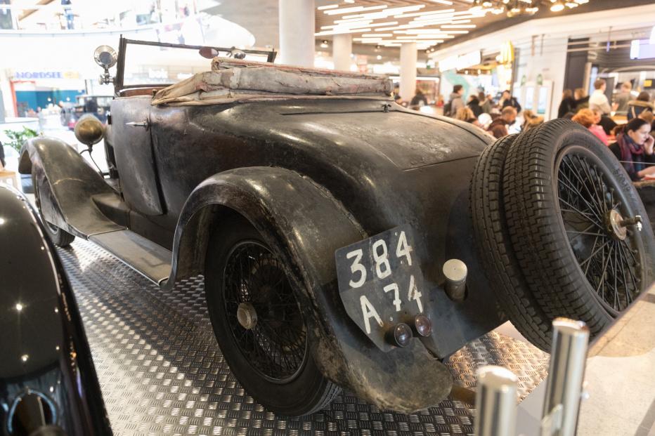 Bugatti-2147 (1800x1200)