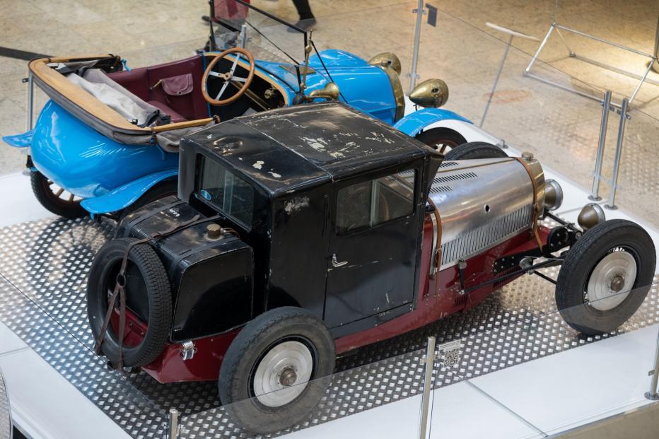 Bugatti-T 37 La Mouche (1800x1200)