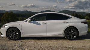 Lexus ES 300h (24)